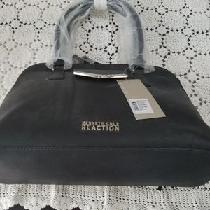 🤩🤩NWT Kenneth Cole Reaction Purse